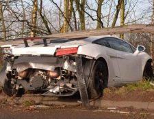 Así quedó el carro de Sergio Romero después del accidente. (Foto Prensa Libre: Twitter)