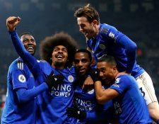 Hamza Choudhury (2-i) del Leicester City celebra el triunfo de su equipo. (Foto Prensa Libre: EFE)