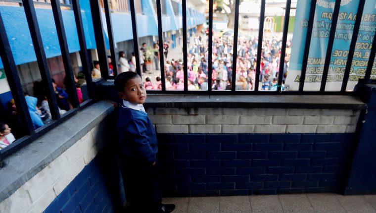 El riego de que los niños no retomen los estudios y aumente la deserción escolar es un efecto secundario a la pandemia del covid-19. (Foto Prensa Libre: Hemeroteca PL)