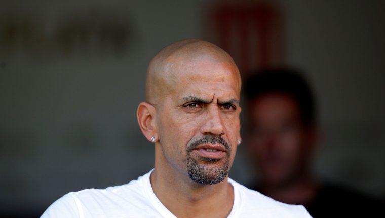 Juan Sebastián Verón dice que en Argentina se necesitan más jugadores del medio campo a la defensa. (Foto Prensa Libre: EFE)
