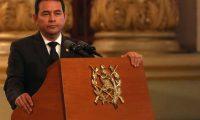 AME1028. CIUDAD DE GUATEMALA (GUATEMALA), 11/01/2020.-Fotografía de archivo del presidente de Guatemala, Jimmy Morales, quien entregará el próximo martes 14 de enero un país muy parecido al que encontró hace cuatro años en términos del Producto Interno Bruto (PIB), pero cada vez más dependiente de las remesas que mes a mes sostienen a casi el 40 por ciento de la población. EFE/ ARCHIVO