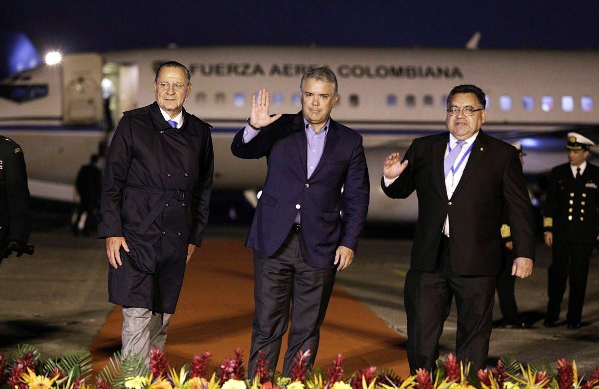 Críticas contra presidente de Colombia, Iván Duque, por prestar el avión presidencial para ir a fiesta infantil
