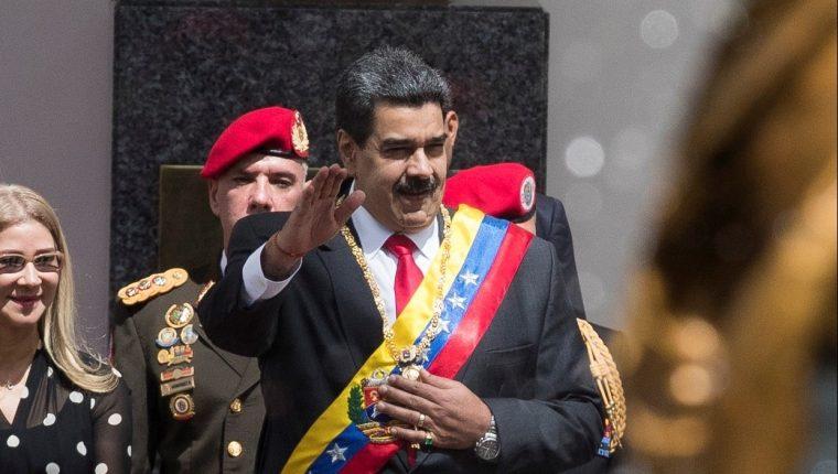 El presidente de Venezuela, Nicolás Maduro, asiste a la Asamblea Nacional Constituyente para el Mensaje Anual de Memoria y Cuenta. (Foto Prensa Libre: EFE)