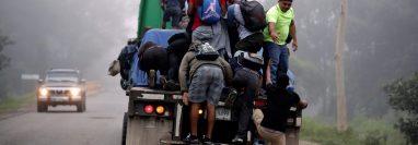 Migrantes hondureños parten en caravana hacia Estados Unidos en enero de 2020. (Foto Prensa Libre: EFE).