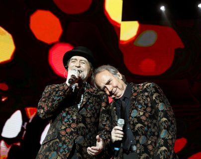 Sabina se cayó  del escenario durante el concierto que cerraba la gira conjunta emprendida con su amigo Joan Manuel Serrat. Foto de archivo Prensa Libre: EFE