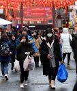 Ciudadanos del mundo toman precauciones por el brote en China del coronavirus. (Foto Prensa Libre: AFP)