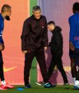 El entrenador Quique Setién durante el entrenamiento del Barcelona. (Foto Prensa Libre: EFE)