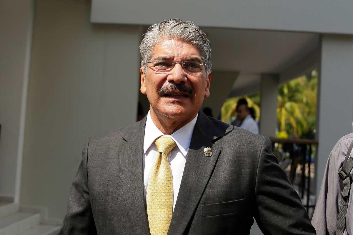Fiscalía salvadoreña acusa a expresidente del Congreso de negociar con pandillas