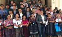 La Junta Directiva de los 48 Cantones de Totonicapán acudieron al Congreso para fijar su postura por el acuerdo migratorio firmado con EE. UU. (Foto Prensa Libre: Antonio Castro)