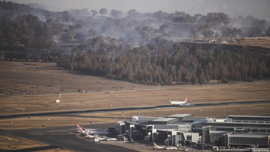 Aeropuerto de capital australiana cancela vuelos comerciales por proximidad del fuego
