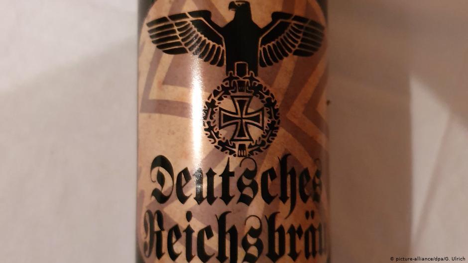 Alemania: mercado de bebidas vende cerveza con simbolismo nazi