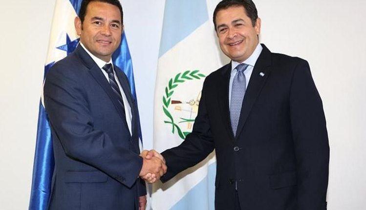 Al igual que Jimmy Morales, Juan Orlando Hernández (der) dijo que la misión anticorrupción se extralimitó en sus funciones. (Foto: Hemeroteca PL)