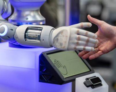 La inteligencia artificial y la tecnología 5G son las bases de la inminente digitalización de la economía, aseguran expertos. (Foto Prensa Libre: EFE)