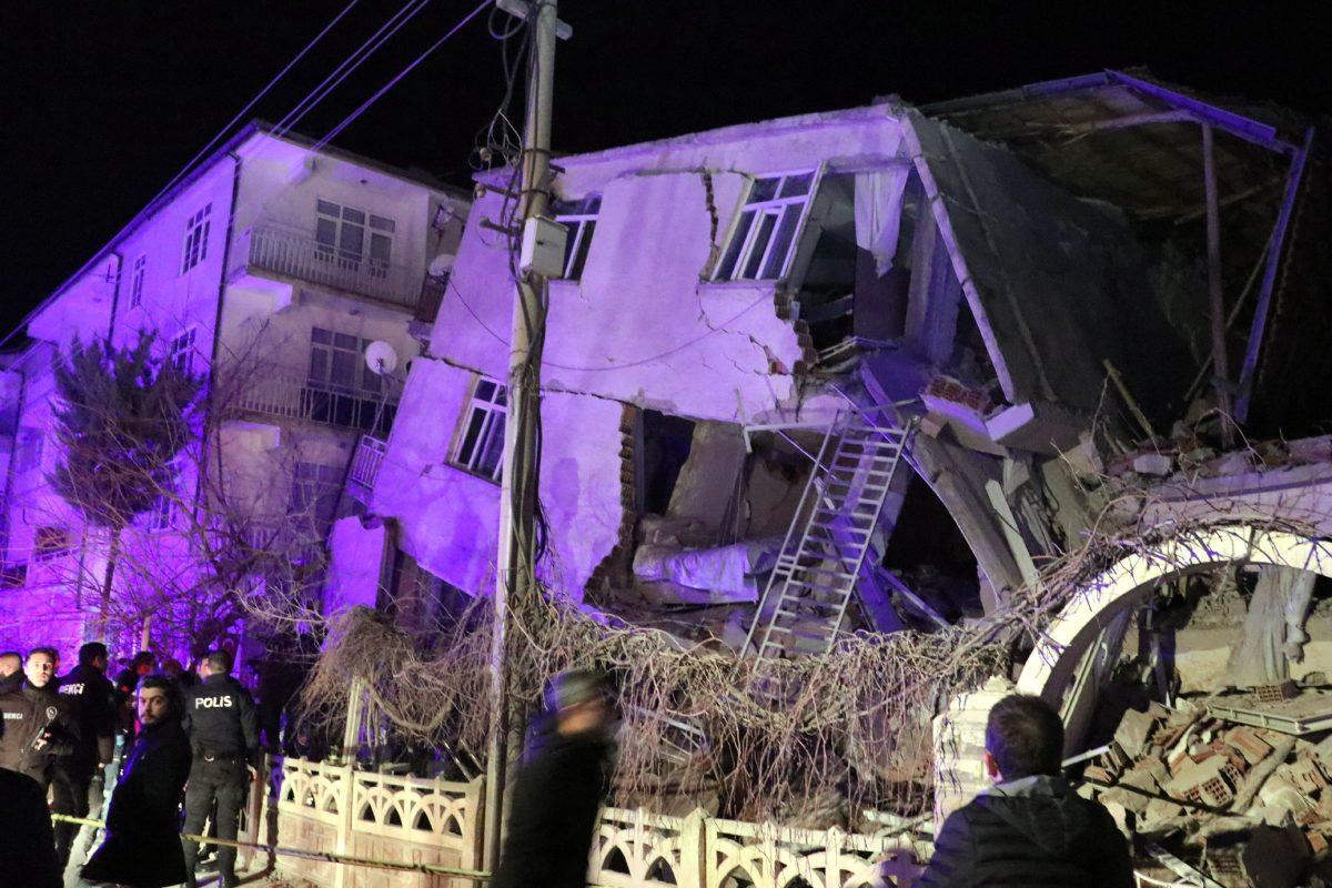 Las imágenes del devastador terremoto en Turquía que deja 18 muertos y cientos de heridos