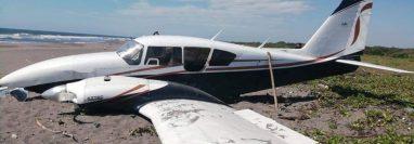 Una avioneta fue encontrada a orillas de la playa pública de Tulate, Retalhuleu. (Foto Prensa Libre: cortesía)