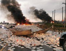 Producto desechable quedó regado en toda la carretera. (Foto tomada de Fernando García/Facebook)