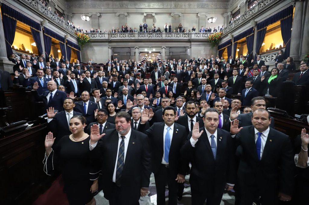 Ciento sesenta diputados de la novena legislatura fueron juramentados en el hemiciclo parlamentario. Foto Prensa Libre: Cortesía