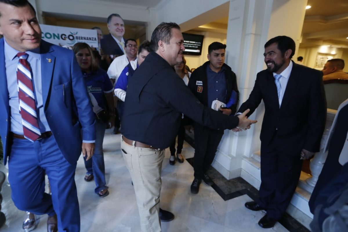 Anam podría rechazar las renuncias de alcaldes