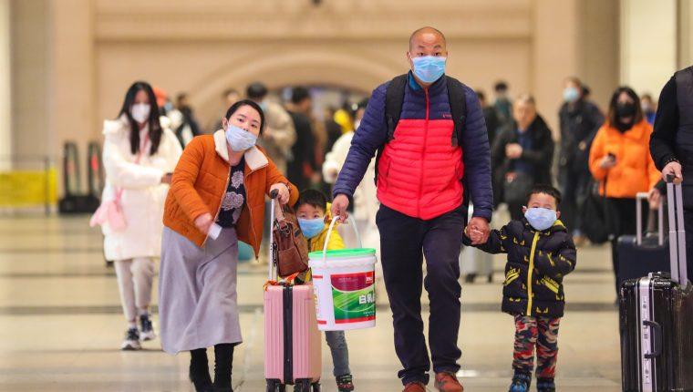 Autoridades de salud chinas advierten de tomar serias medidas para contrarrestar la propagación del coronavirus. (Foto Prensa Libre: EFE)