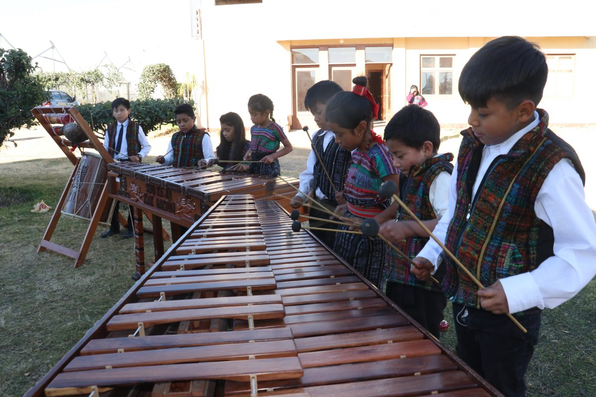 Conozca a los niños marimbistas de Salcajá que promueven el gusto por el instrumento autóctono