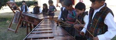 Los niños demuestran su avance en los primeros años de la academia con presentaciones especiales en varios municipios de la región. (Foto Prensa Libre: Raúl Juárez)