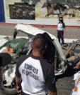 Uno de los vehículos accidentados en el km 26.5 de la ruta al Pacífico. (Foto Prensa Libre: Bomberos Voluntarios).