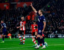 Harry Kane del Tottenham Hotspur's sufre una lesión que lo podría alejar de las canchas. (Foto Prensa Libre: AFP)