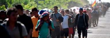 Caravanas de centroamericanos en 2018 y 2019 encendió las alarmas en Washington para cerrar aún más las puertas a la migración indocumentada. (Foto Prensa Libre: Hemeroteca PL)