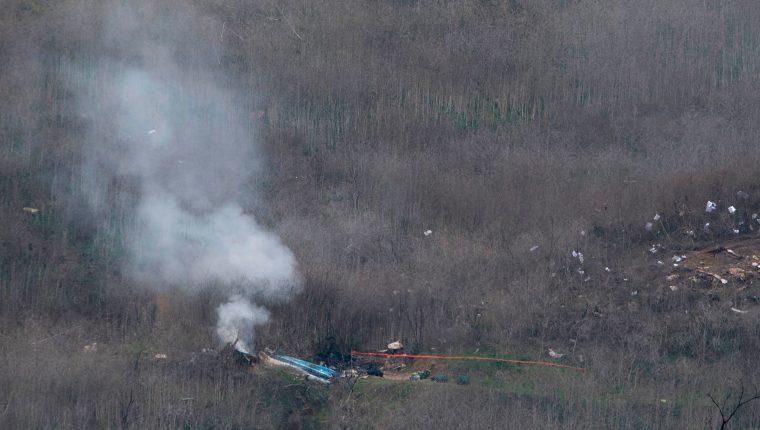 La escena del accidente en el que la estrella Kobe Bryant murió, junto con otros siete tripulantes. (Foto Prensa Libre: AFP)