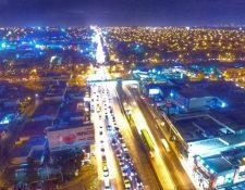 La calzada Aguilar Batres es constantemente escenarios de caos vial. (Foto Prensa Libre: Hemeroteca PL).