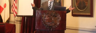 En el Salón de Honor Municipal el alcalde Luis Grijalva expuso su informe municipal, el próximo miércoles 15 de enero entregará el cargo. (Foto Prensa Libre: María Longo)