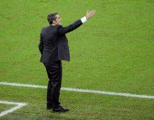 El técnico del FC Barcelona, Ernesto Valverde, durante el encuentro disputado entre el Atlético de Madrid y el FC Barcelona. (Foto Prensa Libre: EFE)
