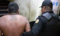 Marvin Antonio Abril Ochoa fue capturado en Santa Lucía Cotzumalguapa por efectuar disparos al aire. (Foto Prensa Libre: PNC).