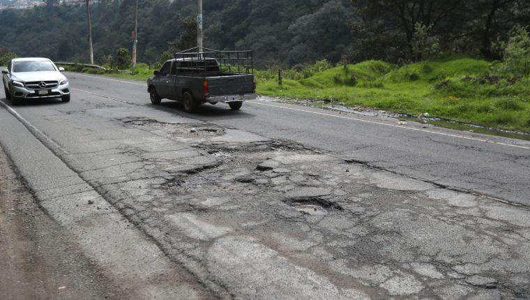 Desde el año 2018 los vecinos de Quetzaltenango y Cantel piden la reparación de la carretera que conecta ambos municipios. (Foto Prensa Libre: María Longo)
