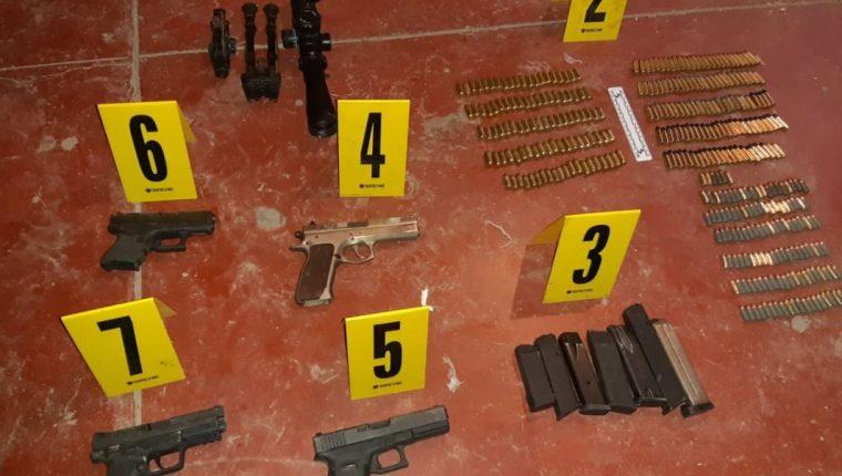 Indicios decomisados durante allanamientos para investigar ataques contra pilotos de la ruta 22. (Foto Prensa Libre: PNC)