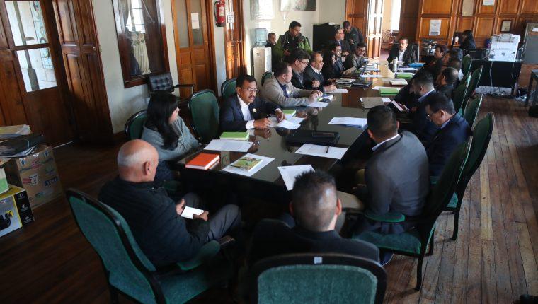 Los integrantes del Concejo serán parte de 24 comisiones para abordar temas como electricidad, informática, drenajes, infraestructura, mercados, transporte, entre otros. (Foto Prensa Libre: María Longo)