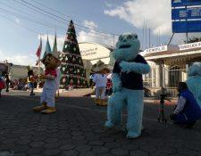 En La Esperanza, Quetzaltenango, los participantes bailaron en el parque central por más de cinco horas. (Foto Prensa Libre: María Longo)