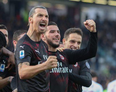 Zlatan Ibrahimovic celebró con el Milán en un partido oficial. (Foto Prensa Libre: EFE)