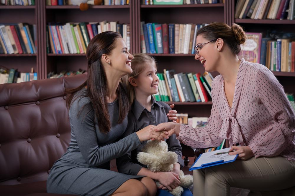 Qué tan frecuente los padres deben contactar a los maestros durante el año