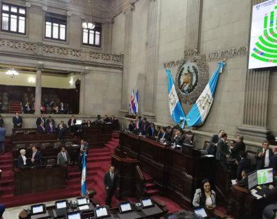 Los diputados aprobaron la distribución de las comisiones de trabajo en el primer pleno ordinario de la novena legislatura. (Foto Prensa Libre: Manuel Hernández Mayén)