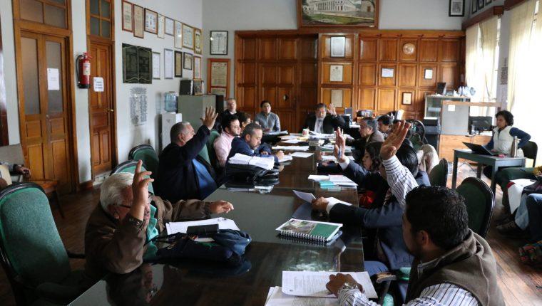 En las reuniones del Concejo se aprueban las disposiciones municipales. (Foto Prensa Libre: Archivo)