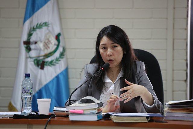 Oficial denunciada por jueza Erika Aifán recibe sanción