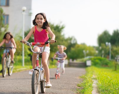 El cuerpo está diseñado para moverse y los niños necesitan ejercitarse regularmente. (Foto Prensa Libre: Servicios).