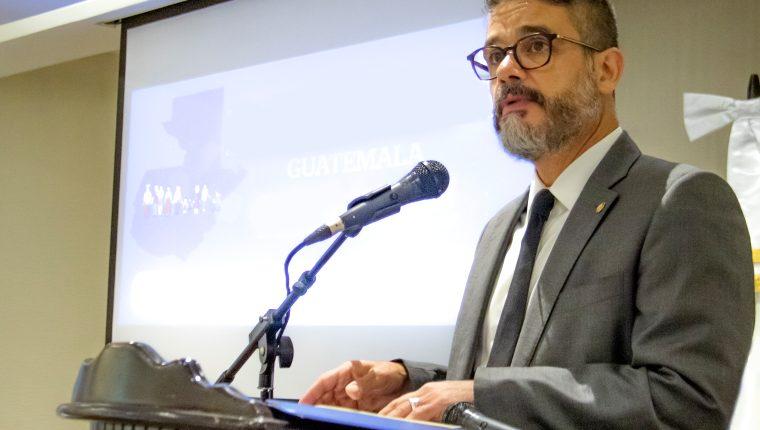 Oscar Berreneche, representante en Guatemala de la OPS/OMS indica que es importante la vigilancia epidemiológica ante la aparición del coronavirus, que se originó en China. (Foto Prensa Libre: Cortesía OPS/OMS)