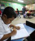 Los cambios en el Currículo Nacional Base para primaria quedan sin efecto, según disposición de las nuevas autoridades del Mineduc. (Foto Prensa Libre: Érick Ávila)