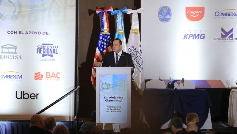 El presidente Alejandro Giammattei y el vicepresidente César Guillermo Castillo Reyes, expusieron sus planes en materia económica ante un grupo de empresarios de AmCham. (Foto Prensa Libre: Juan Diego González)