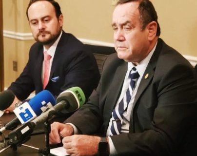 El presidente Alejandro Giammattei y el ministro de Relaciones Exteriores, Pedro Brolo, comenzaron los procesos para revertir designaciones de diplomáticos. (Foto Prensa Libre: Hemeroteca PL)