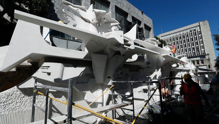 Trabajos de restauración en fachada de la Biblioteca Nacional y relieve de Efraín Recinos. (Foto Prensa Libre: Esbin García)       Fotograf'a  Esbin Garcia  13-12-2019