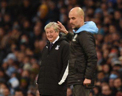 Roy Hodgson, técnico del Crystal Palace, y Pep Guardiola, entrenador del Manchester City. (Foto Prensa Libre: AFP)
