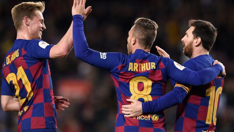 Los jugadores del Barcelona festejan en la Copa del Rey. (Foto Prensa Libre: AFP)